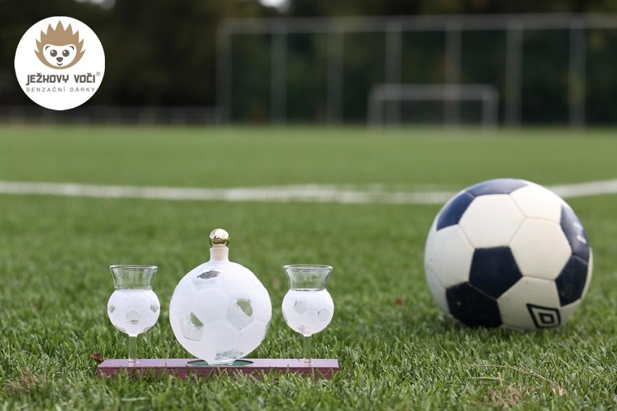 fotbalové přání k narozeninám Luxusní dárková láhev s alkoholem 40% švestka   FOTBALOVÝ MÍČ A  fotbalové přání k narozeninám
